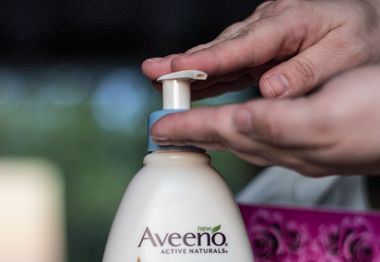 Aveeno Sheer Hydration | Take The Tissue Test